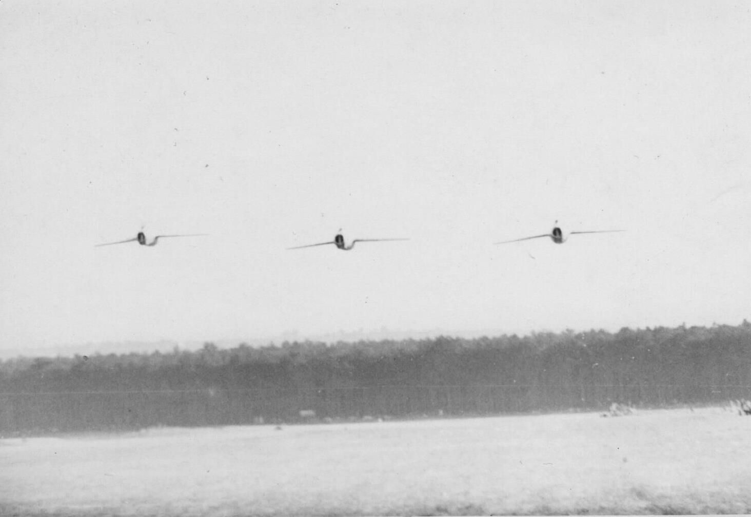 Letecký den 1956 - průlet MIG 15