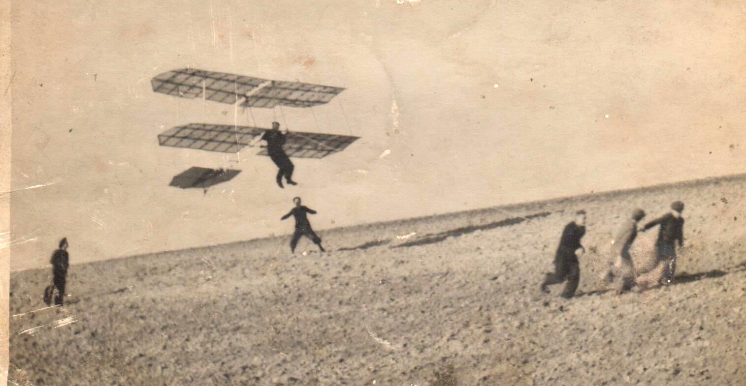 Závěsný kluzák v letu (před II.světovou válkou)